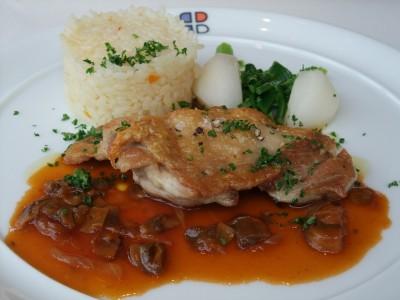 ブラッスリーポール・ボキューズ 鶏もも肉のソテー