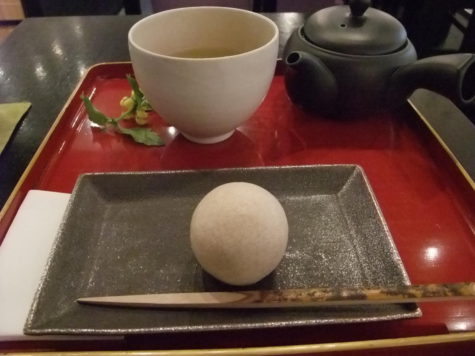 銀座 茶房野の花 生菓子(空也)とお抹茶又はお煎茶