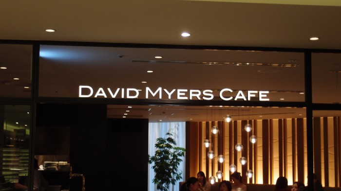 David Myers Cafe@三越 入口