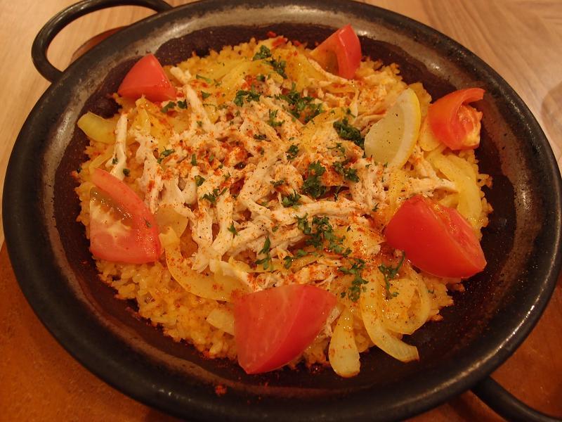 銀座 Bar de Espana Virgo(ビルゴ) ヘルシーチキンとフレッシュトマトのパエリア