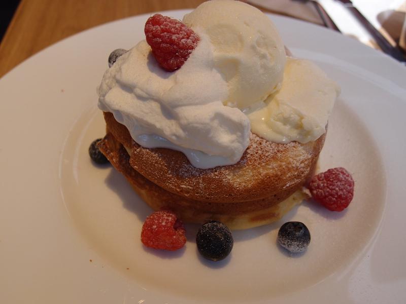 有楽町 cafe&books bibliotheque@ルミネ有楽町 紅花たまごのパンケーキ