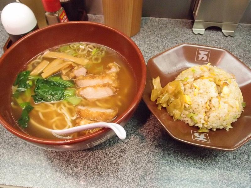 有楽町 万世麺店 炒飯・ハーフ排骨拉麺セット