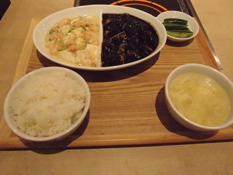 銀座 Blue Lily 青百合飯荘 黒と白の二色麻婆豆腐