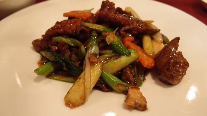BASURA 和牛と旬野菜のケッパー炒め定食
