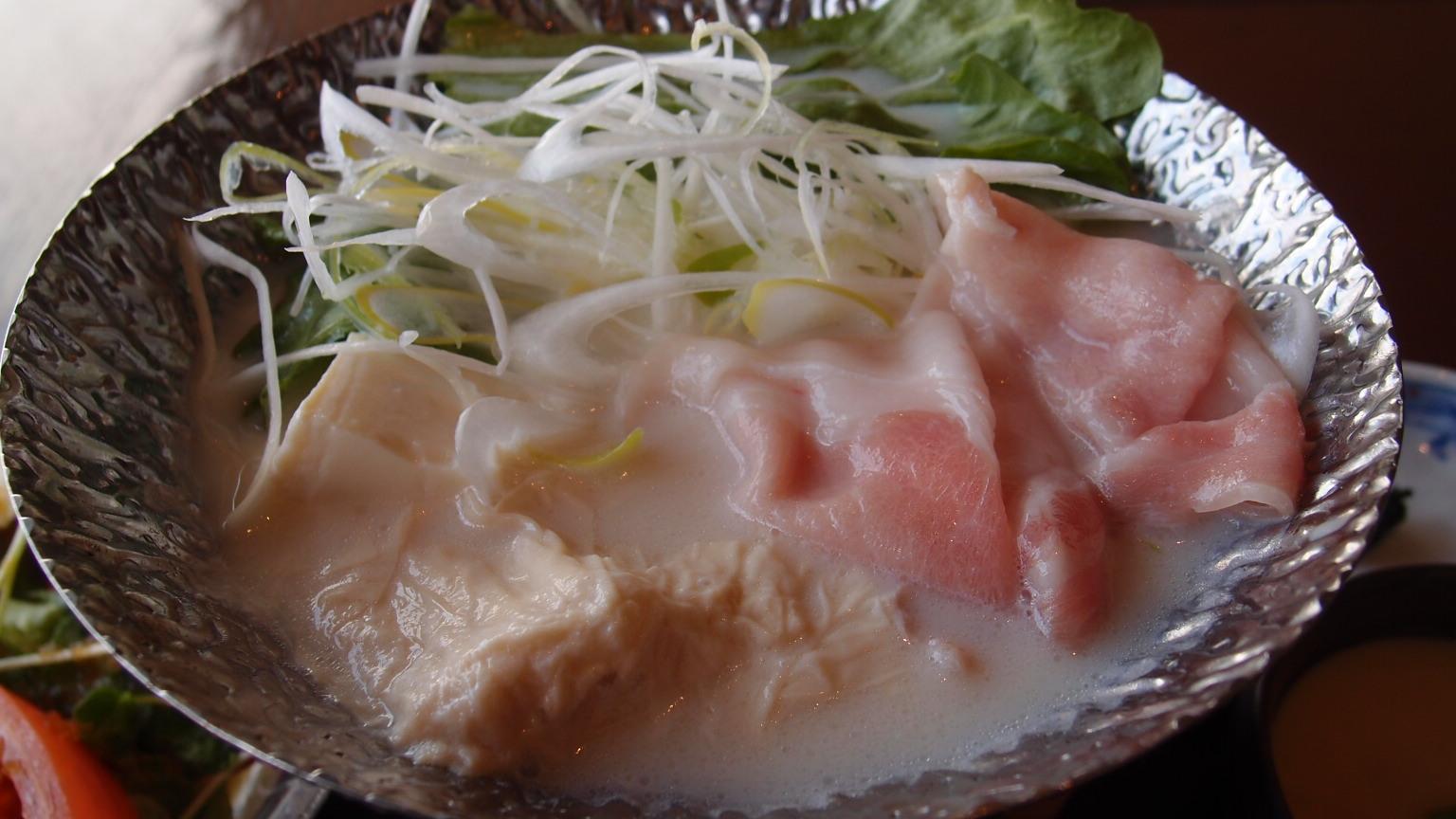 銀座 吉祥 THE KABUKI店 幻霜ポークとレタスの豆乳鍋ご膳