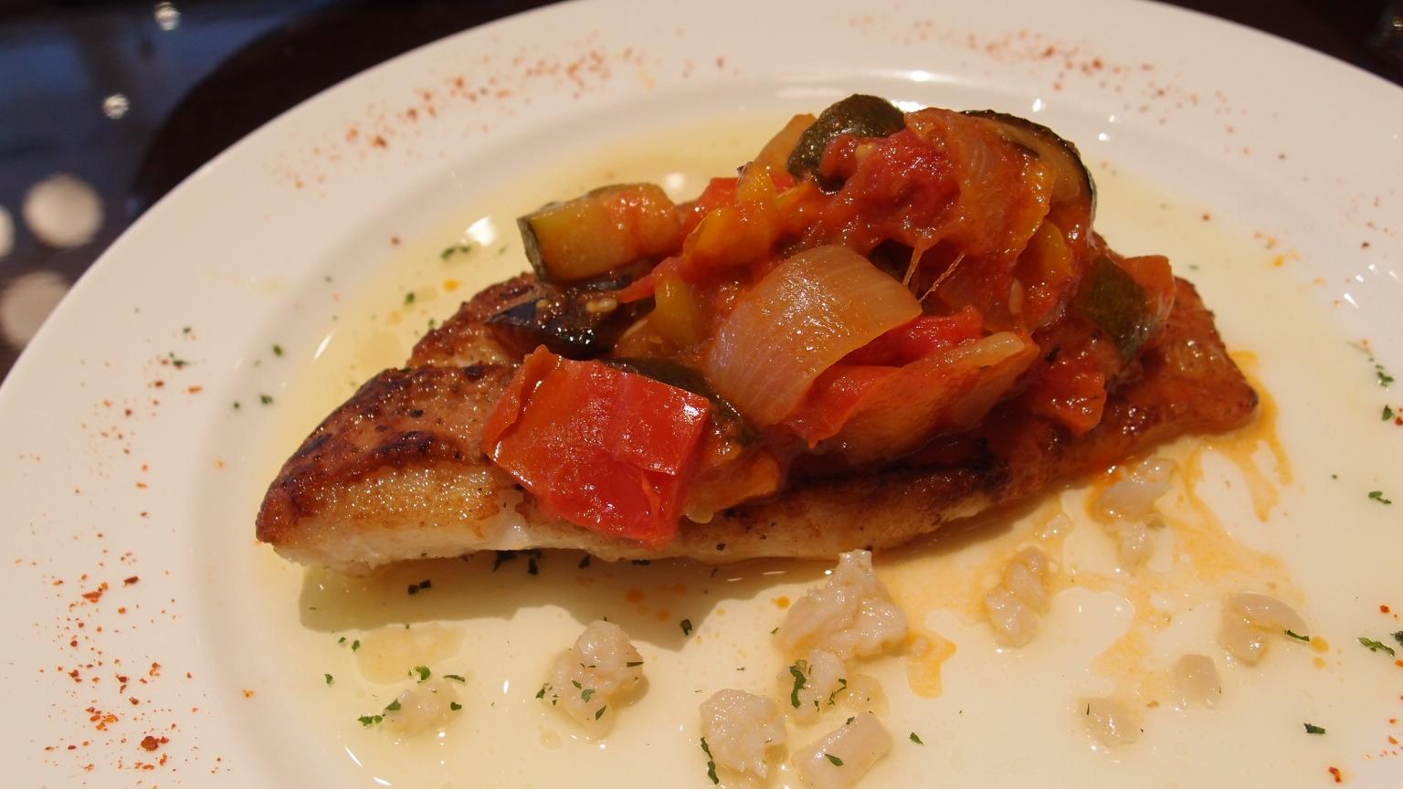 京橋 レ ロジェ ビストロ ド ロア(LES ROSIERS BISTROT DE L'OIE) 魚のランチ