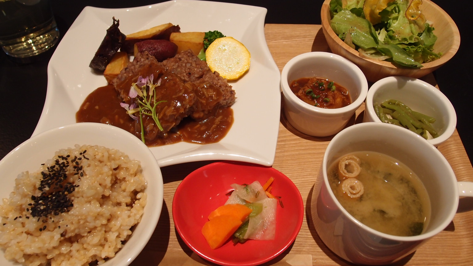 銀座 HAKOBUNE PLATINUM@ベルビア館 タカキビと大豆のミートローフ