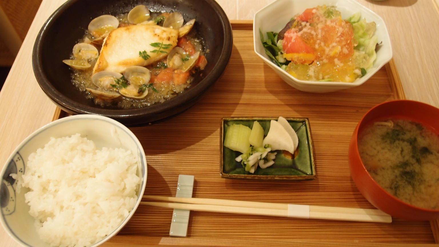 銀座 AKOMEYA厨房 白身魚のあさり蒸し仕立て