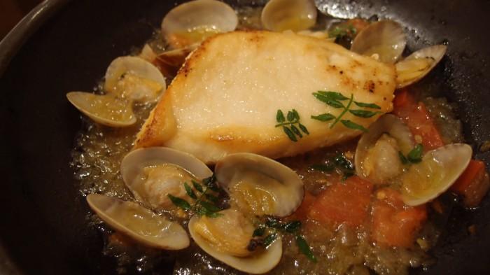AKOMEYA厨房 白身魚のあさり蒸し仕立て