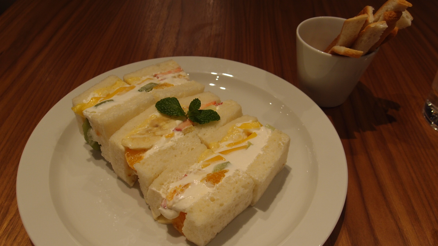 銀座 CENTRE THE BAKERY フルーツサンドイッチ|角食パン