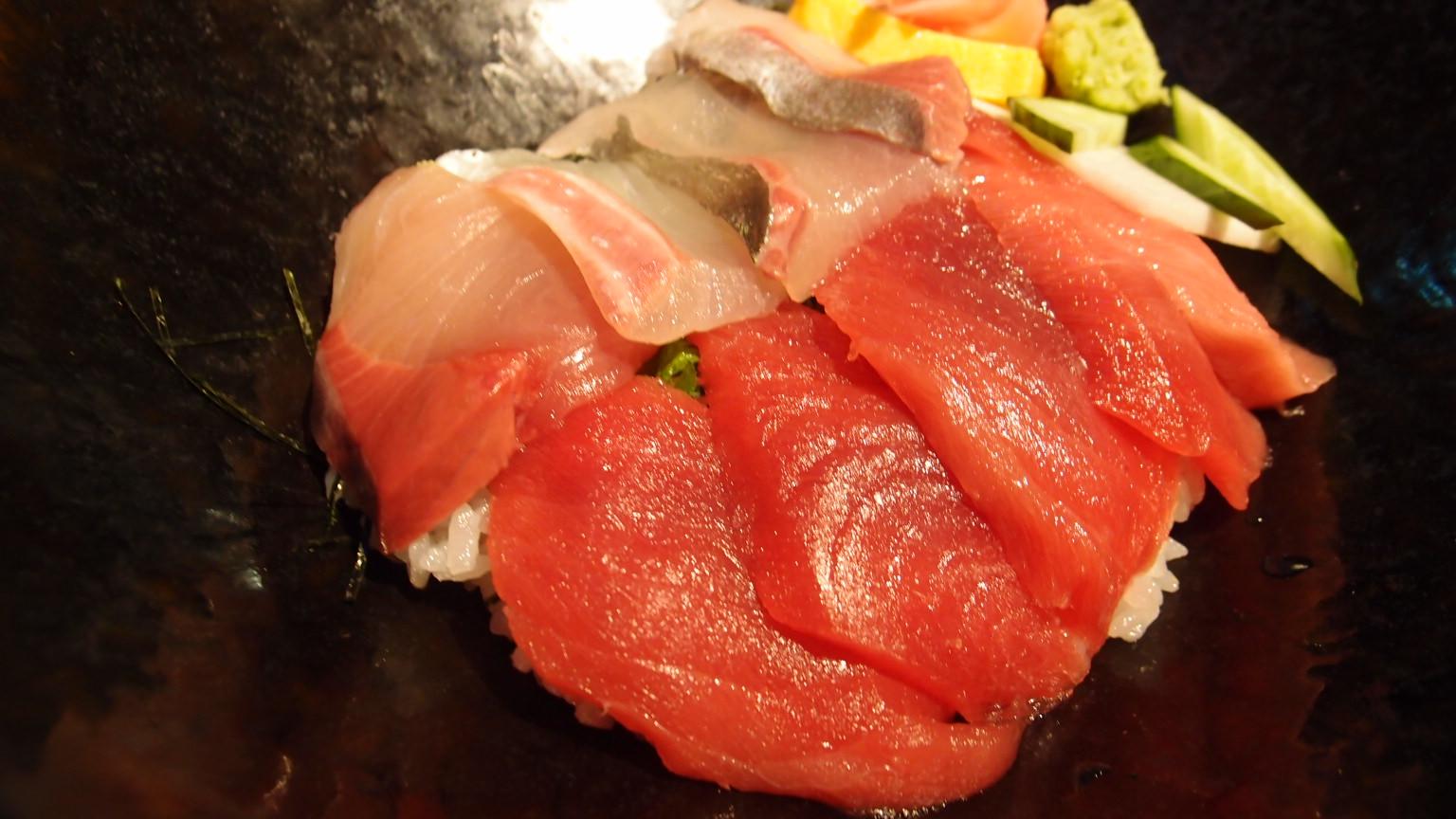 銀座 近畿大学水産研究所 近大マグロと選抜鮮魚の海鮮丼