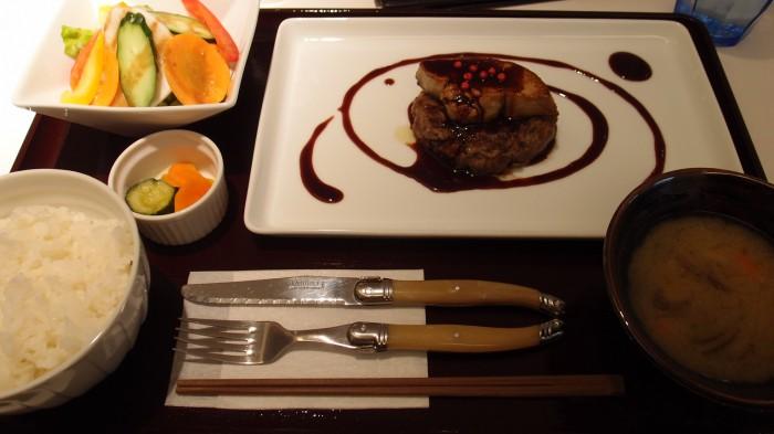 听(ポンド)熟成和牛のハンバーグステーキとフォアグラロッシーニ