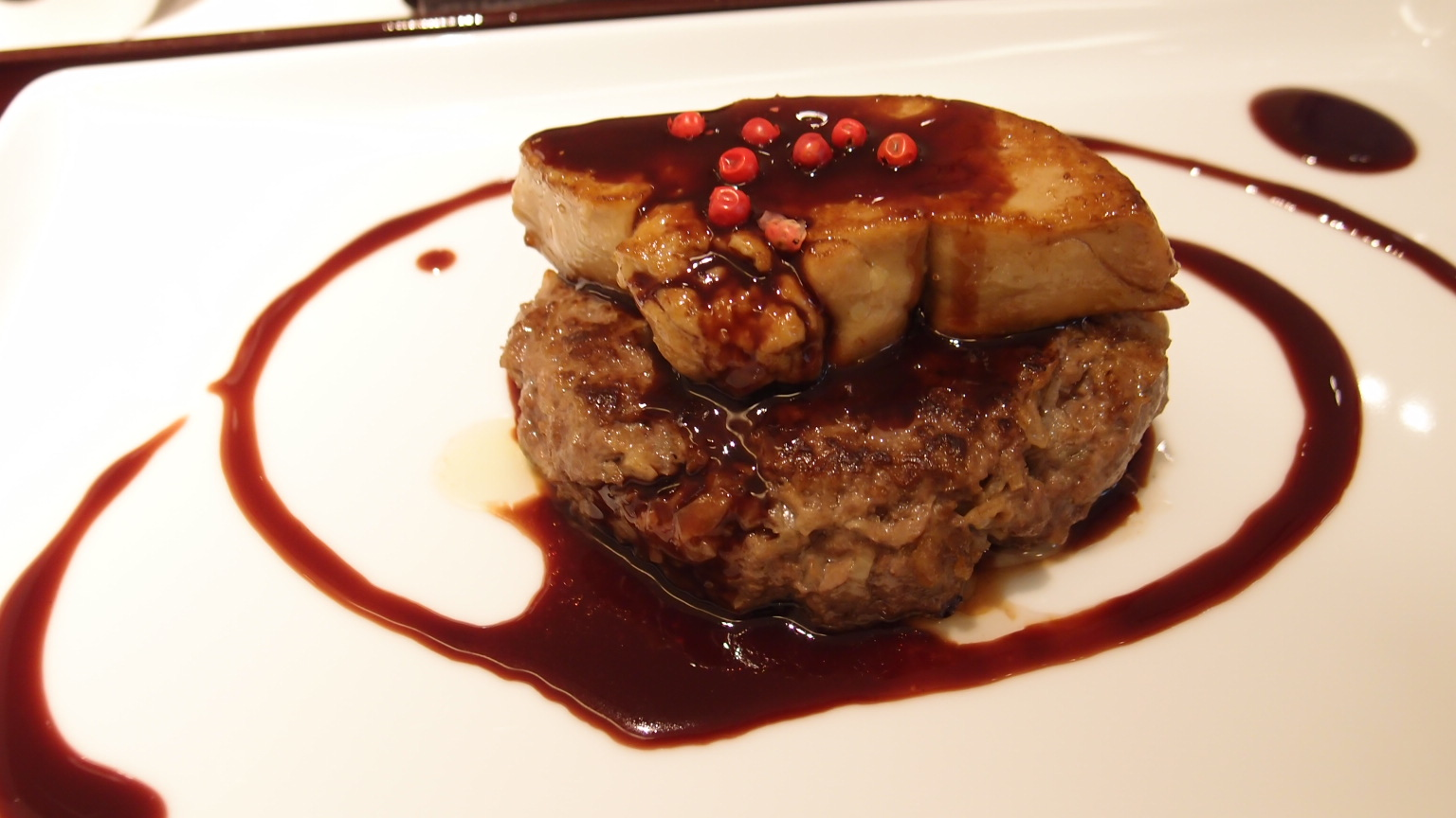 銀座 听(ポンド)熟成和牛のハンバーグステーキとフォアグラロッシーニ