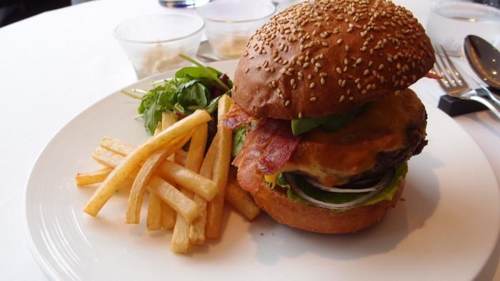 タテルヨシノビズ ハンバーガー