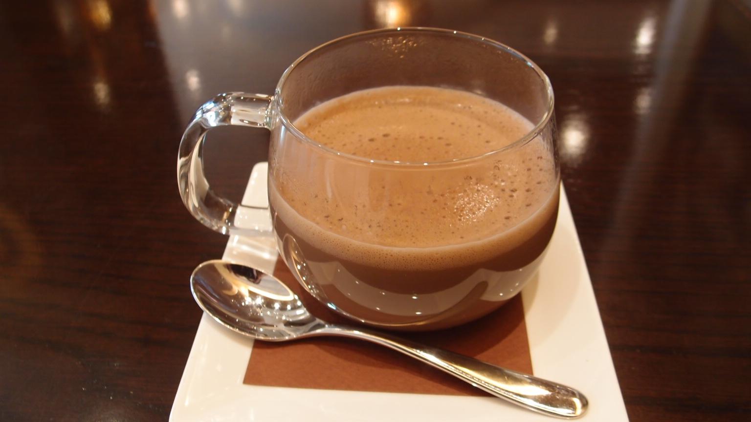 銀座 リンツ ショコラ カフェ ショコラスペキュロスドリンク | アイスチョコレートドリンク | ケーキセット