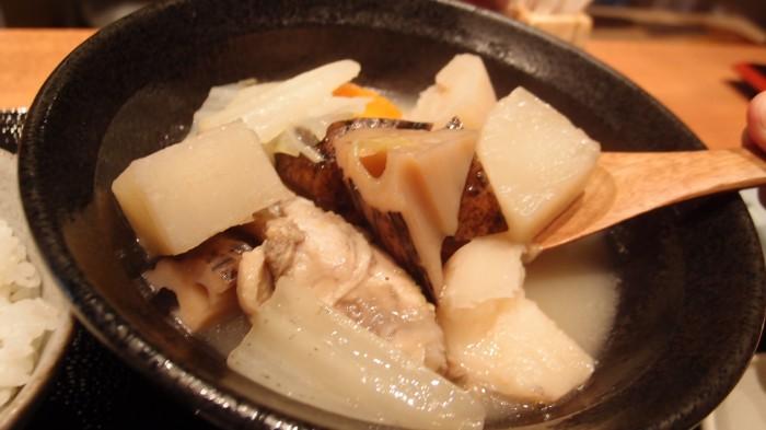 森川 鶏手羽と根菜の水炊き