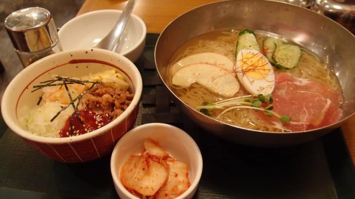 韓式食堂市場 冷麺とビビンバセット