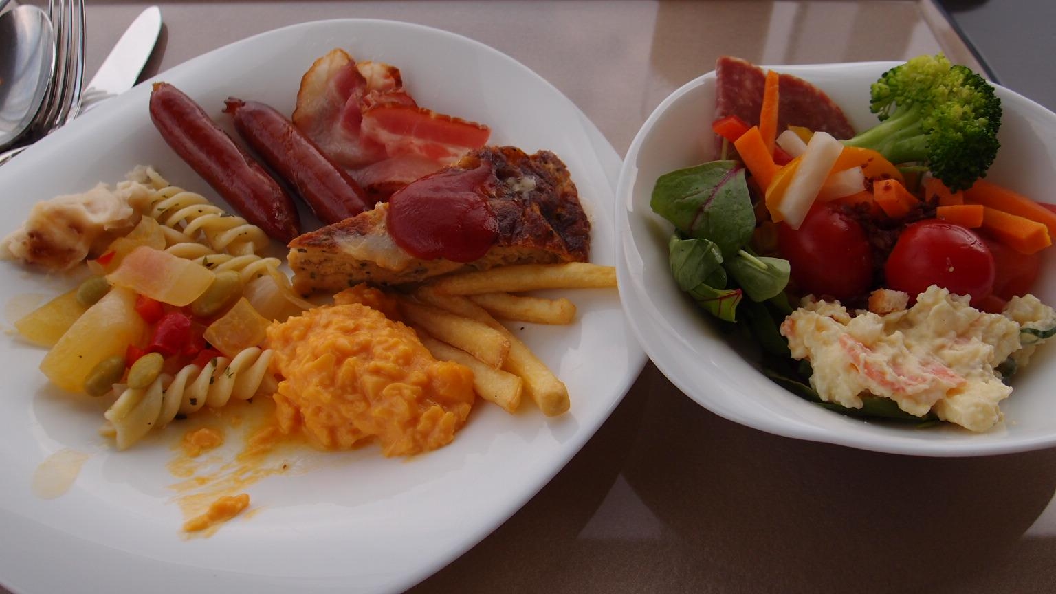 丸の内 TENQOO@ホテルメトロポリタン 朝食バイキング